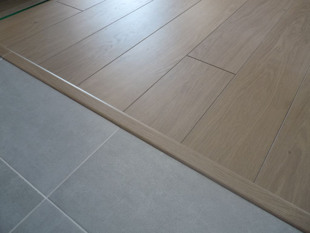 Separation carrelage parquet maison design for Carrelage et parquet
