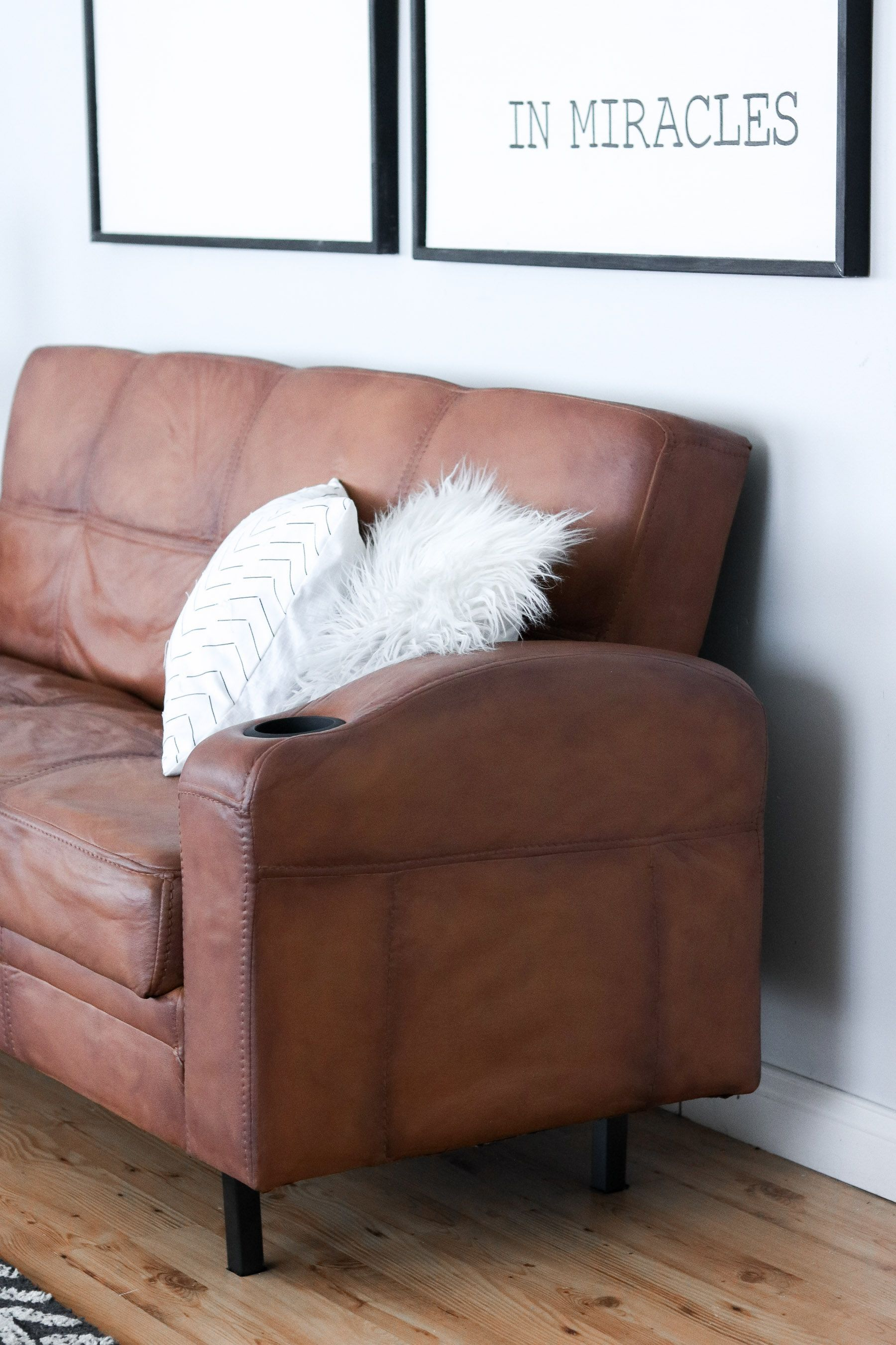 How To Paint Your Microfiber Couch To Look Like Real Leather Add 3 Tablepoons Of Fabric Softener To 1 2 Microfiber Couch Leather Couch Repair Painted Couch