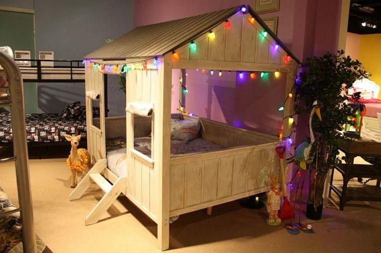 Lit enfant original pour une chambre de fille et de garçon - guirlande lumineuse pour chambre bebe