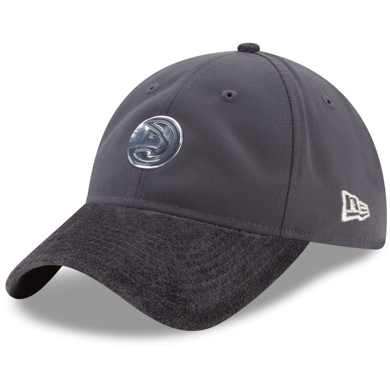 c6058e3ebf339 Atlanta Hawks New Era On-Court Silver Logo 9TWENTY Adjustable Hat - Graphite