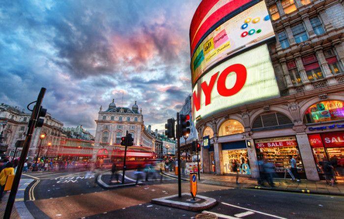 Découvrez Londres à travers un timelapse de 6mn. Londres regorge d'une multitude de lieux touristiques qu'...