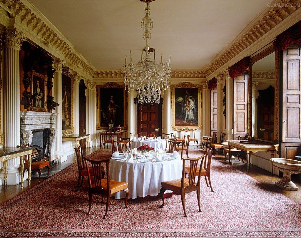 Elegant dining room by decor design review interiors for Case antiche arredamento
