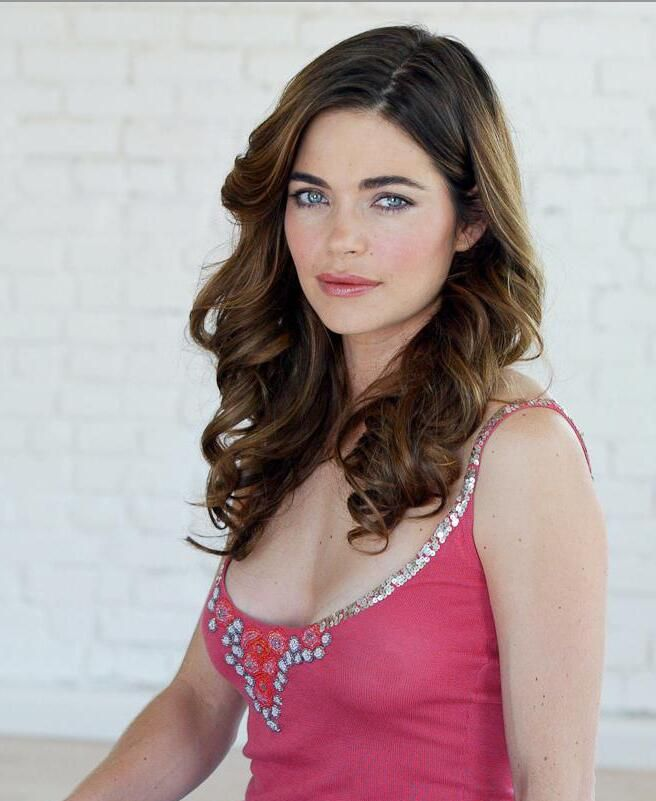 Amelia Heinle Nude Photos 39