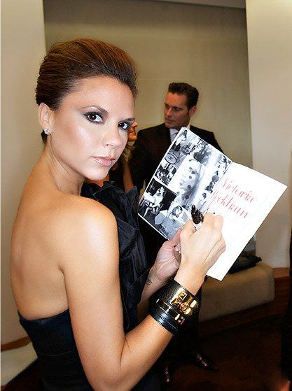 Victoria Beckham sporting some Hermes cuffs. Hermes kelly double tour, clic  H enamel, and collier de chien (CDC) bracelets