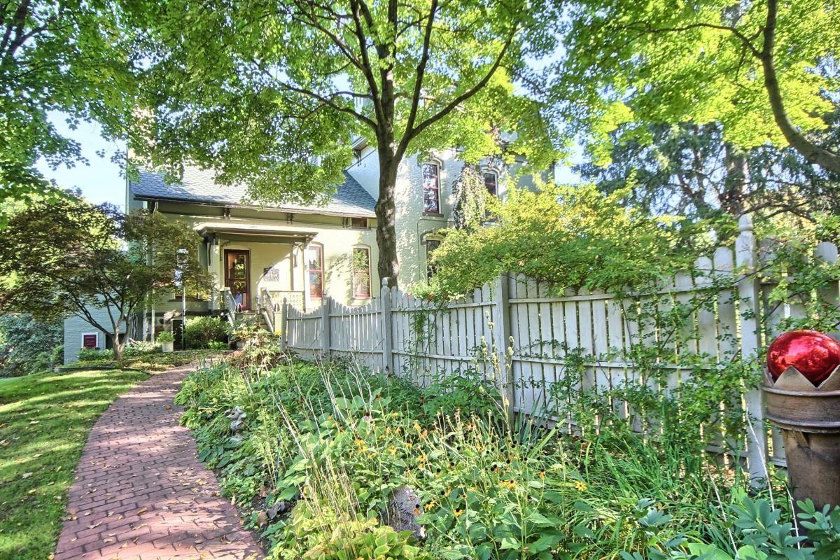 240 Sisson Street, Romeo, MI 48065 - HotPads | Old house ...