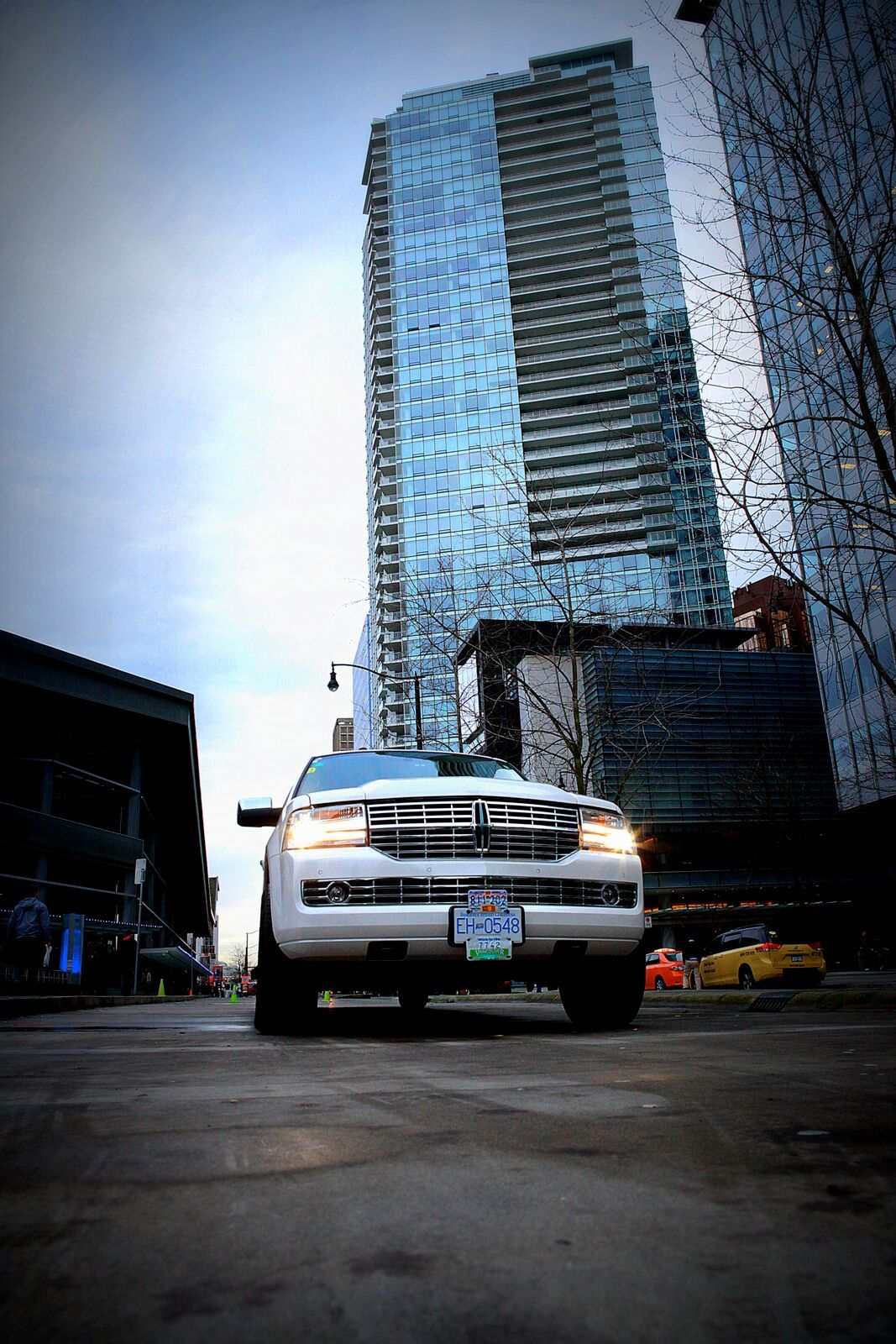 Limousine service for city sightseeing tours get in
