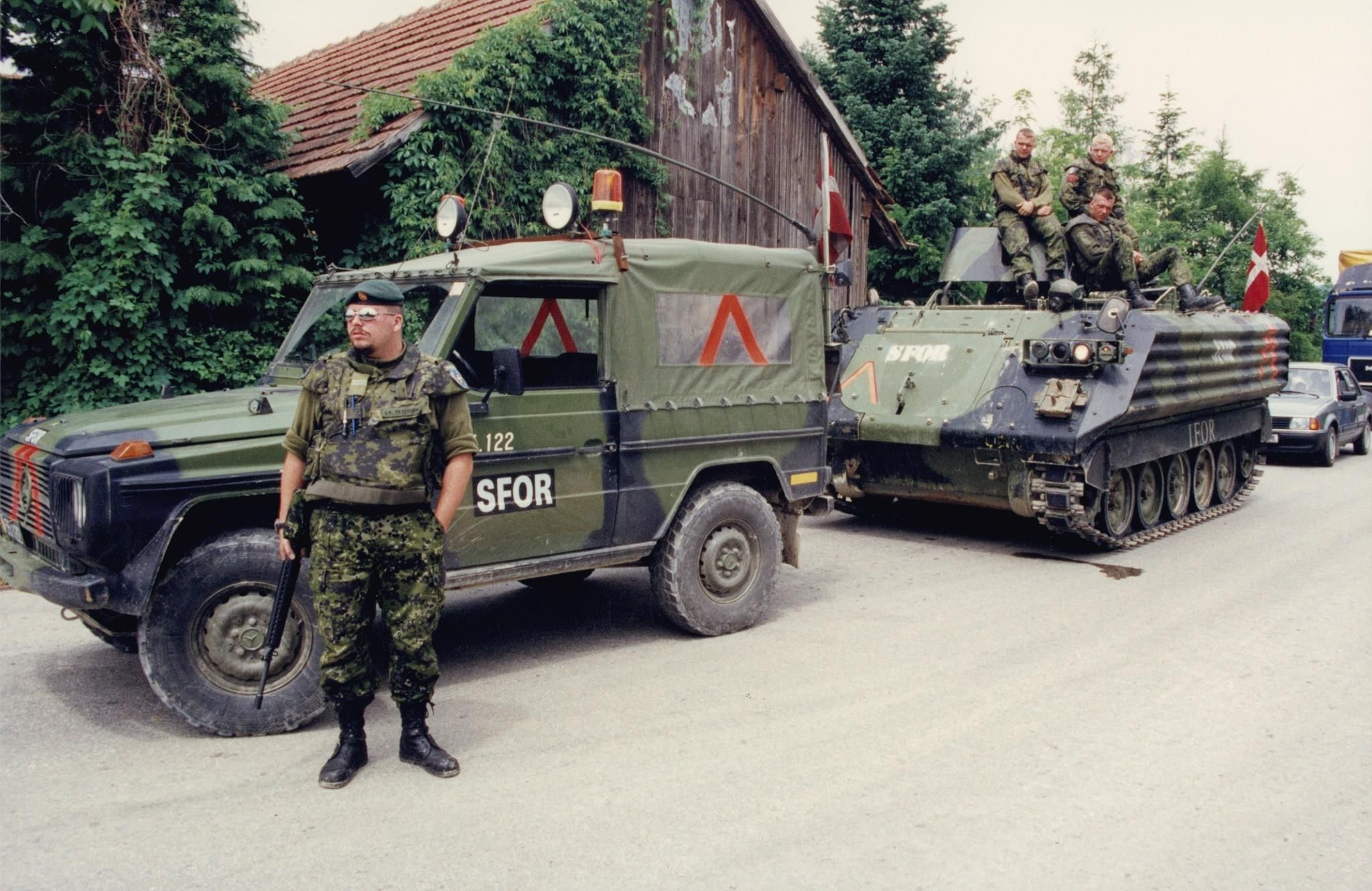 Stabilization Force (SFOR) in Bosnia in the mid 1990s after the Bosnian War. M113 and Mercedes Geländewagen.