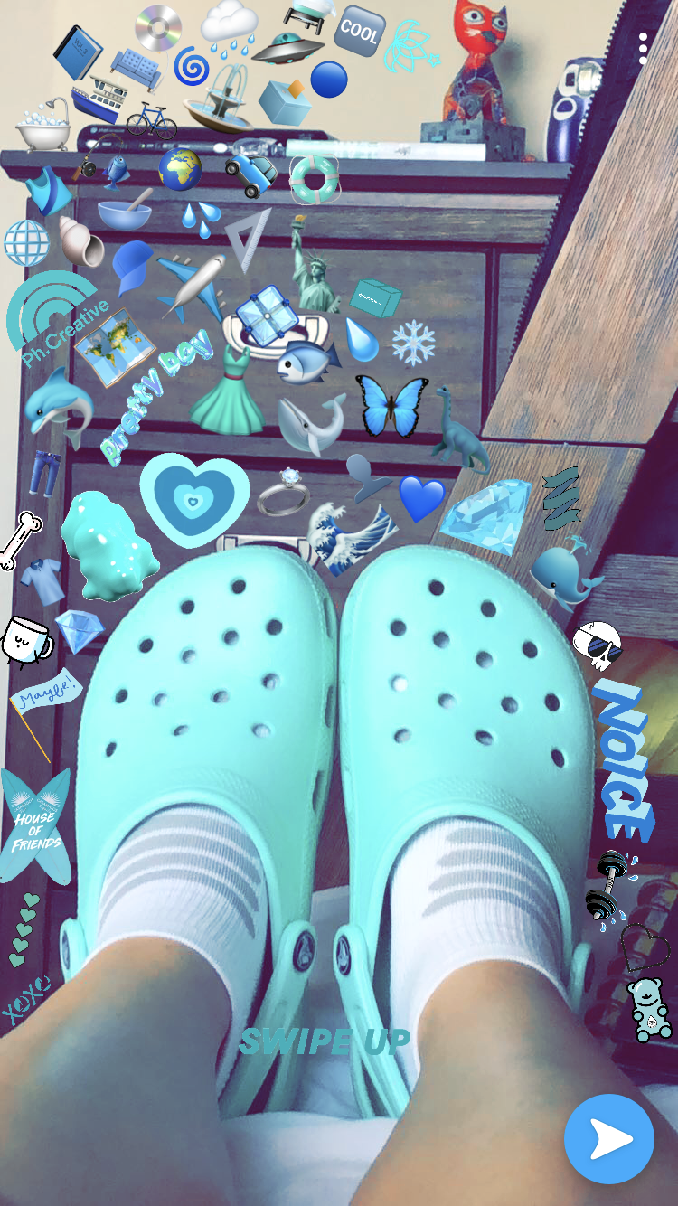 f4f742a8692 Original by Kristy Aline 💙 Blue Crocs, Crocs Shoes, Emojis, Croc Charms