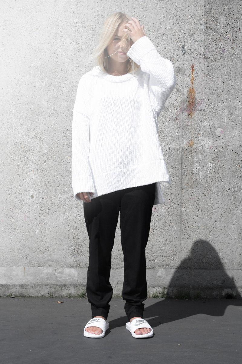 14d71f8e50e0 nike-slides oversized-white-knit zara minimalism-fashion white-look Nike  Benassi Slides