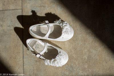 flower girl; flower girl shoes; bridesmaid shoes; bridesmaid; wedding; bridal preparation; children's shoes; flowers; buckles
