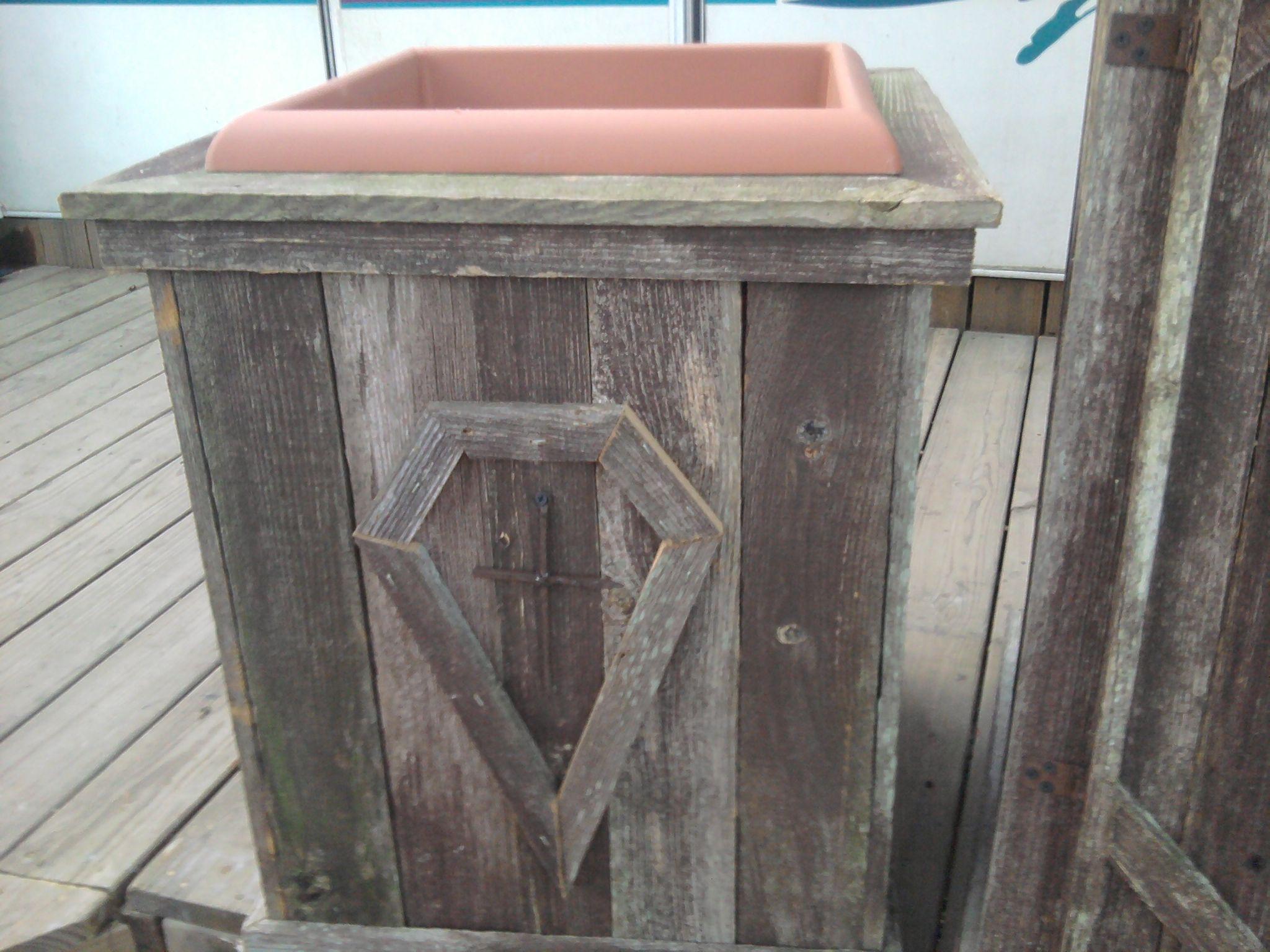 Barn wood planter box.   Wood planter box, Wood planters ...