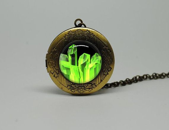 Kryptonite mobili ~ Vintage style glass superman kryptonite necklace awesome