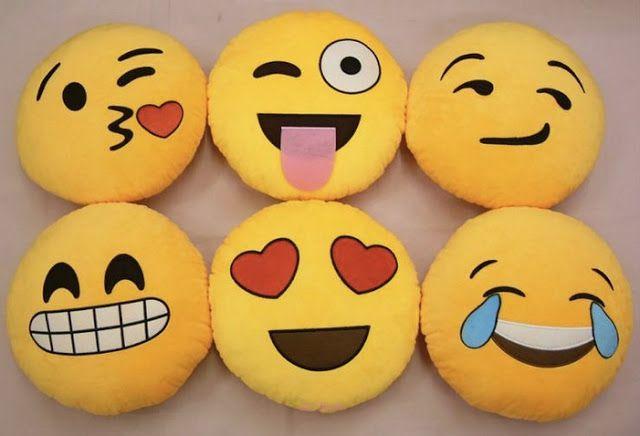 En Iyi Hediye Fikirleri El Yapimi Gulen Yuz Emoji Yastiklar Emoji Yastik Emoji Yastiklar