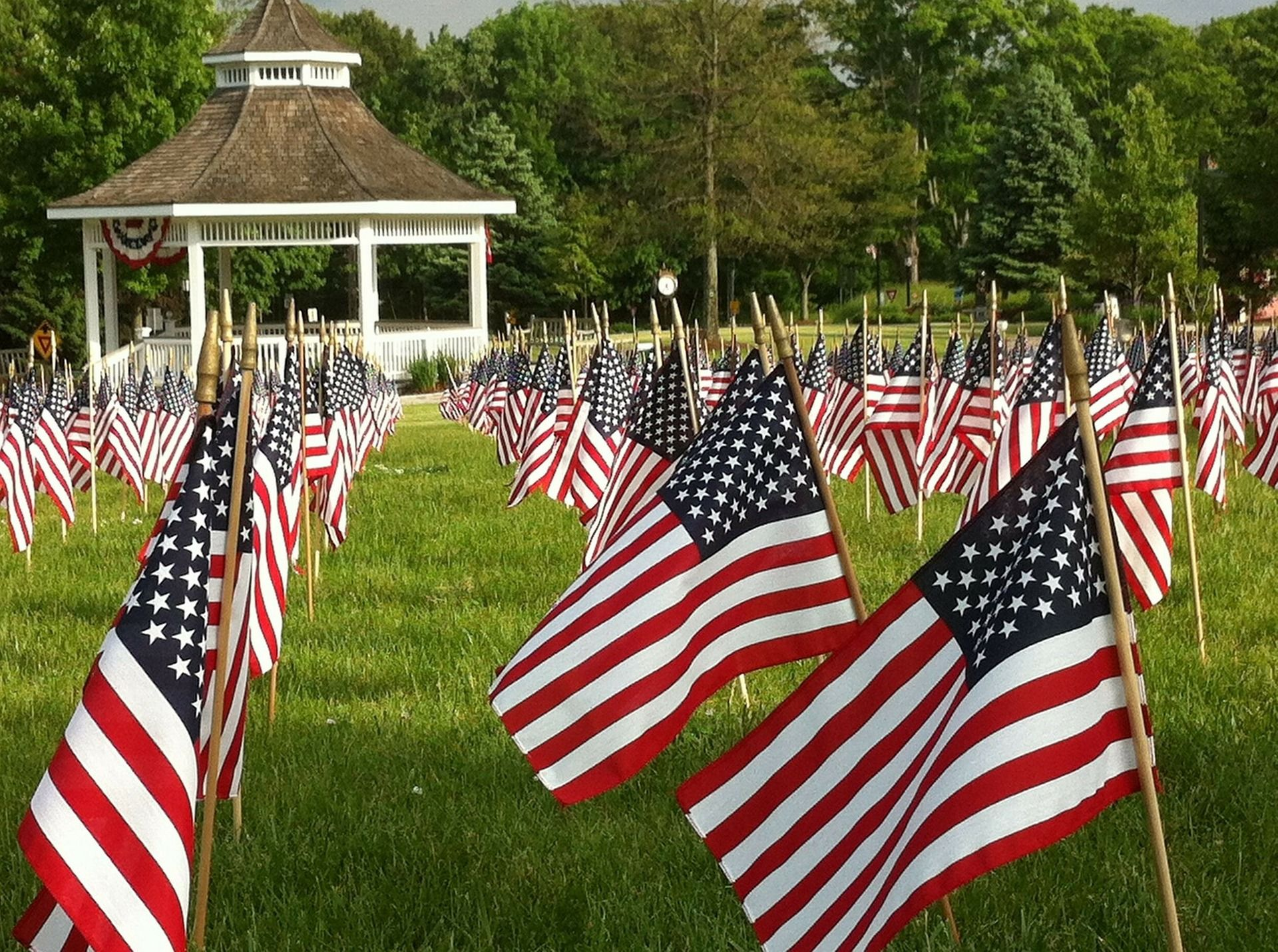 Flag Etiquette How To Display The American Flag Happy Memorial