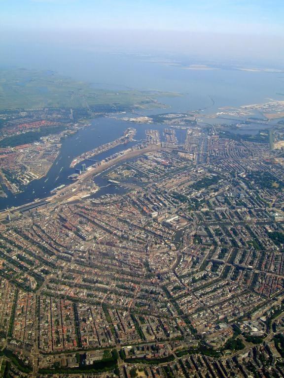 Amsterdam holanda vista desde el aire slo as se puede dar una amsterdam holanda vista desde el aire slo as se puede dar una idea de las estructuras y la forma de los canales que constituyen la ciudad malvernweather Gallery