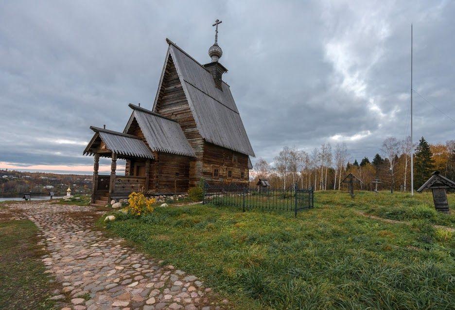 Плёс — город в России, входящий в состав Приволжского района на севере Ивановской области.