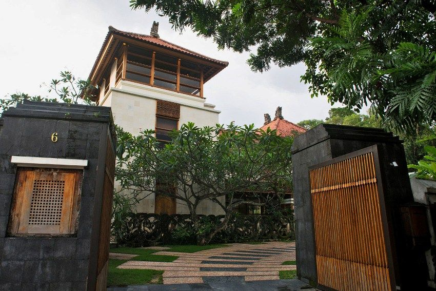 interior design of bungalow houses%0A This staggering luxury Balinesestyle bungalow is located in Malaysian u    s  capitalread more