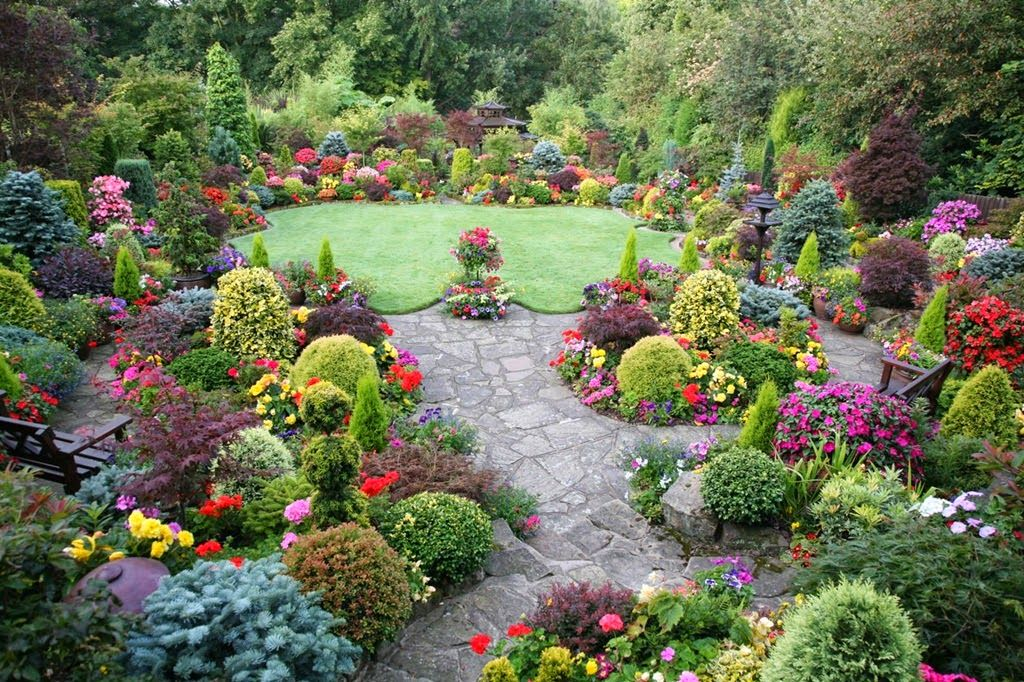 This has to be the most beautiful home garden I have seen Gardens