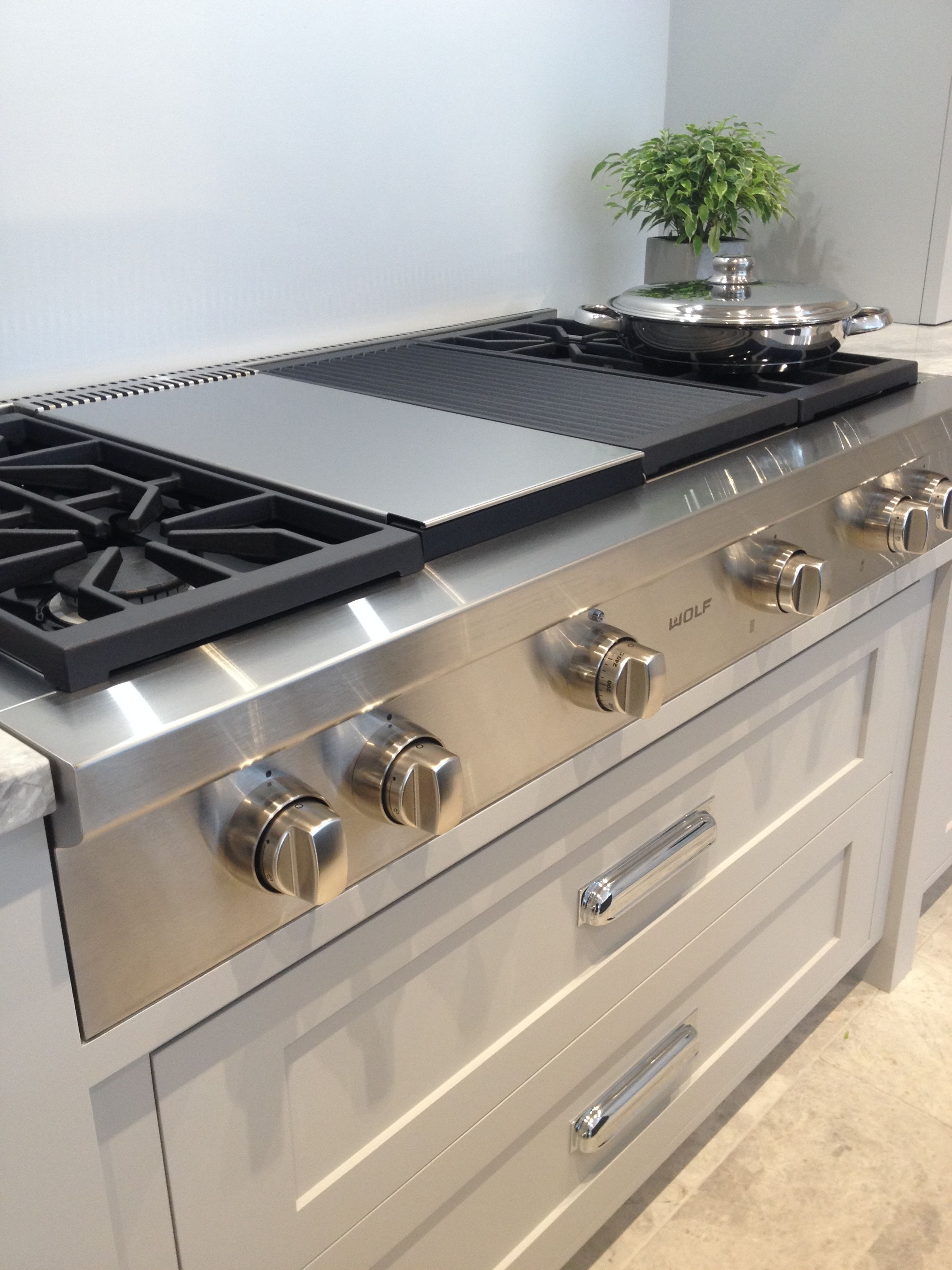 Cucina A Gas Wolf Sub Zero Wolf Range Cook Top On Display At Our Showroom Sub