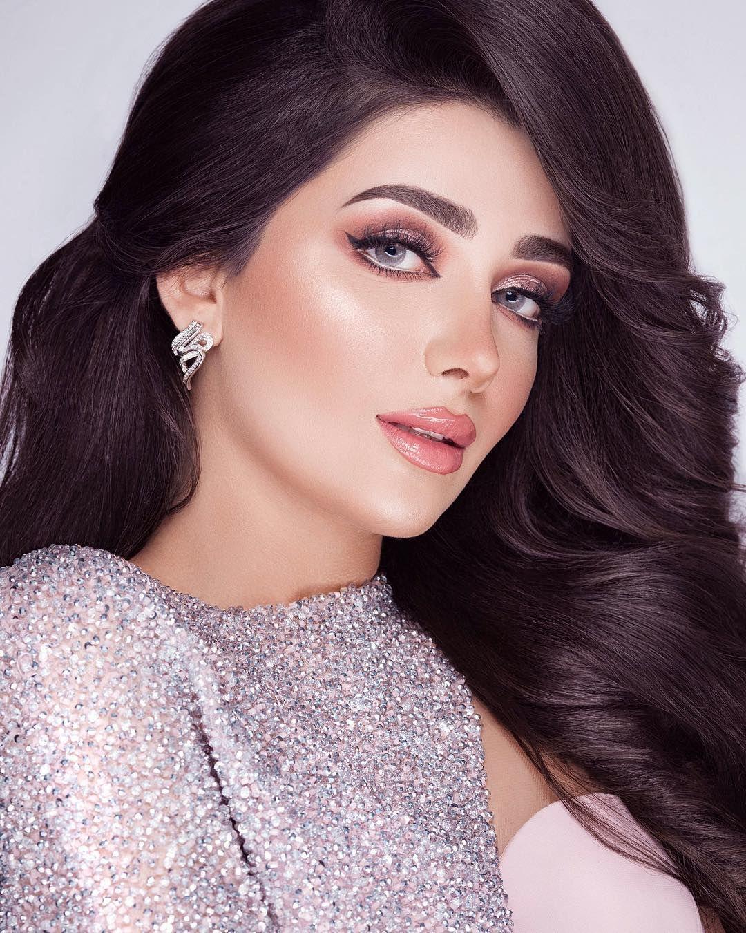 Image May Contain 1 Person Closeup Fashion Makeup Hair Beauty Hair Styles