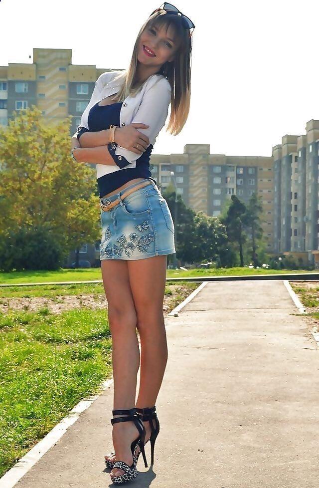 c7d7305fb Pin de Freddy Mamani Gutiérrez en chicas en minifalda jeans ajustada ...