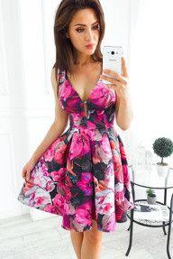 Rozkloszowana Czarna Sukienka W Kwiaty