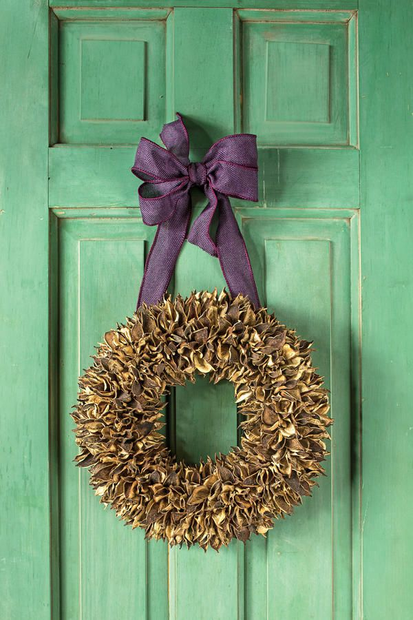 Cotton Bur - Fabulous Fall Decorating Ideas - Southernliving. No longer relegated to the field, humble cotton burs top a straw base to yield a surprisingly elegant accent for your door. Crown it with a purple burlap bow for a regal yet rustic touch, or swap in a festive gold or red bow to carry the look through the holidays.     How To Make It: Cotton Bur Fall Wreath