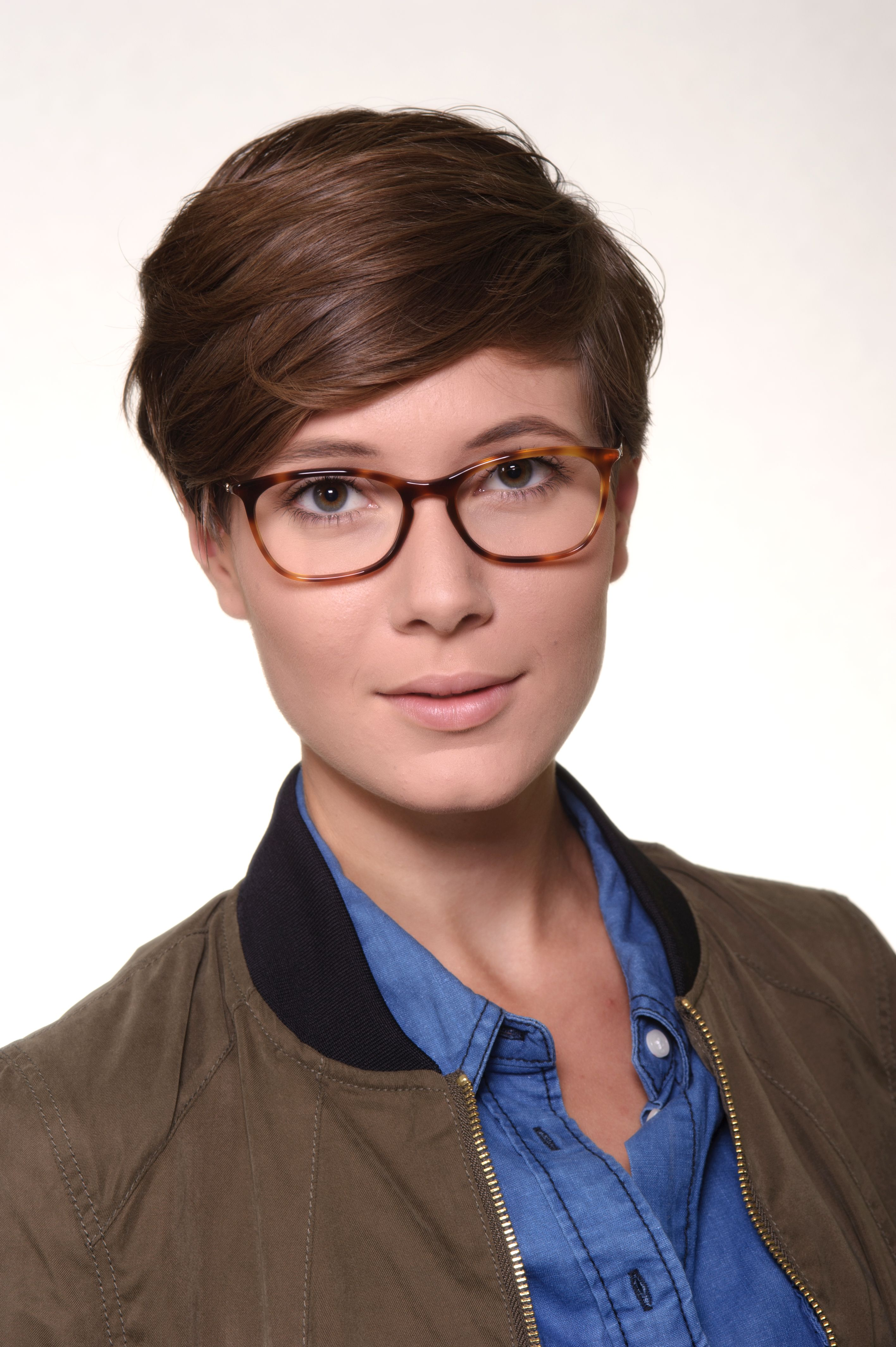 af7c4c3b34 Chanel Designerbrille 3281 1295  Auffällig und schlicht zugleich ...