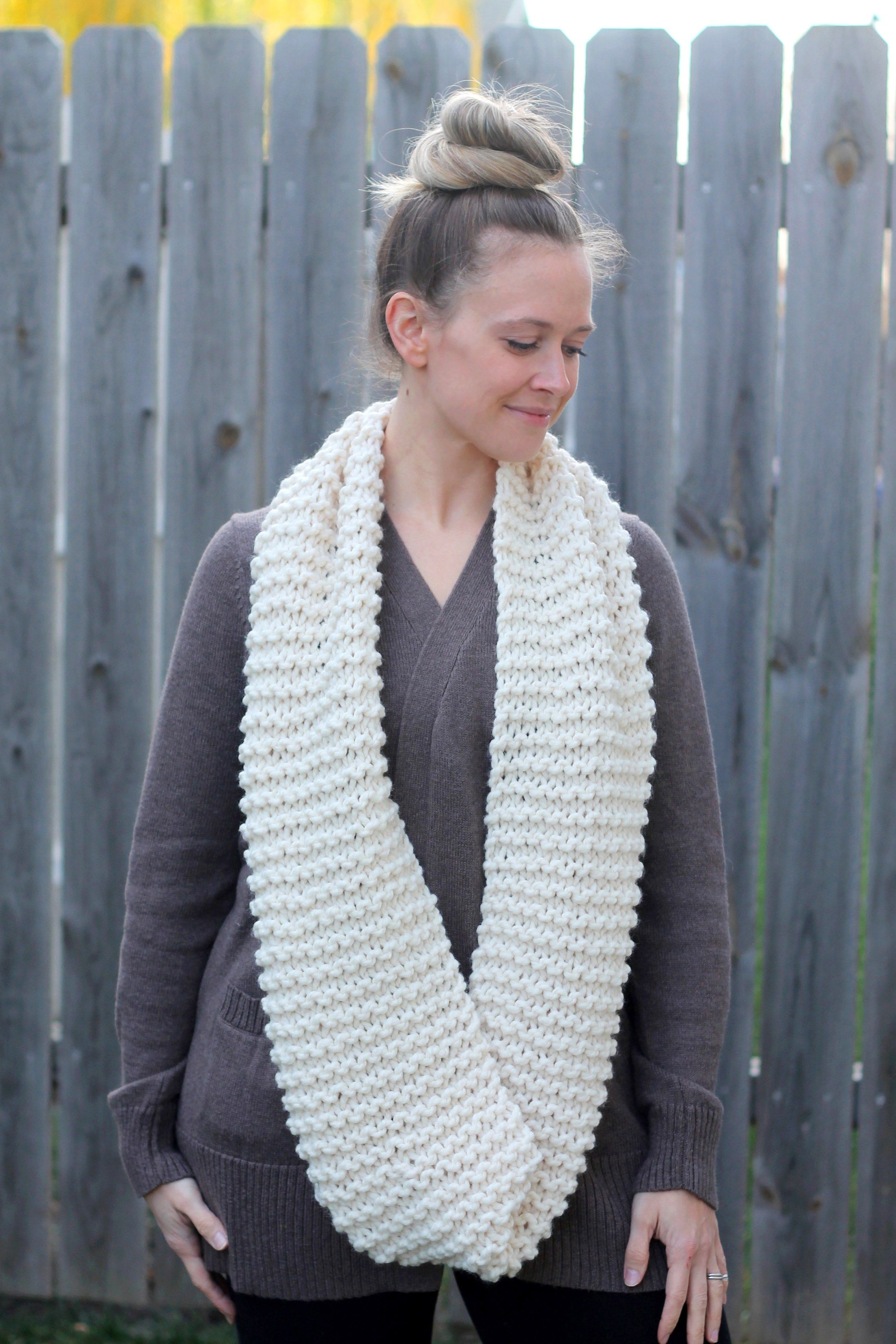 Cozy and Thick Knit Infinity Scarf ::Free Pattern:: in ...