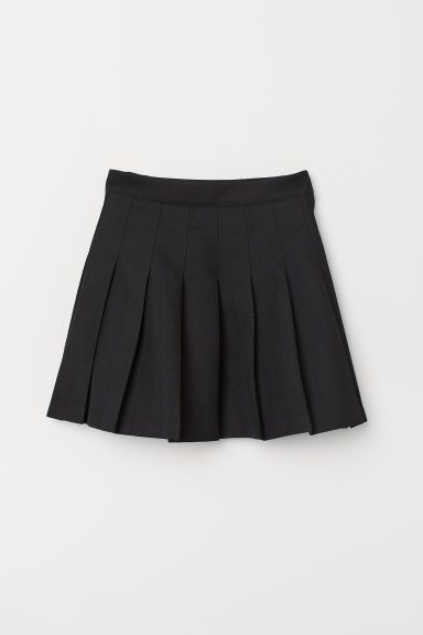 Pleated Skirt In 2020 Pleated Skirt Outfit Short Pleated Skirt Outfit Black Pleated Skirt