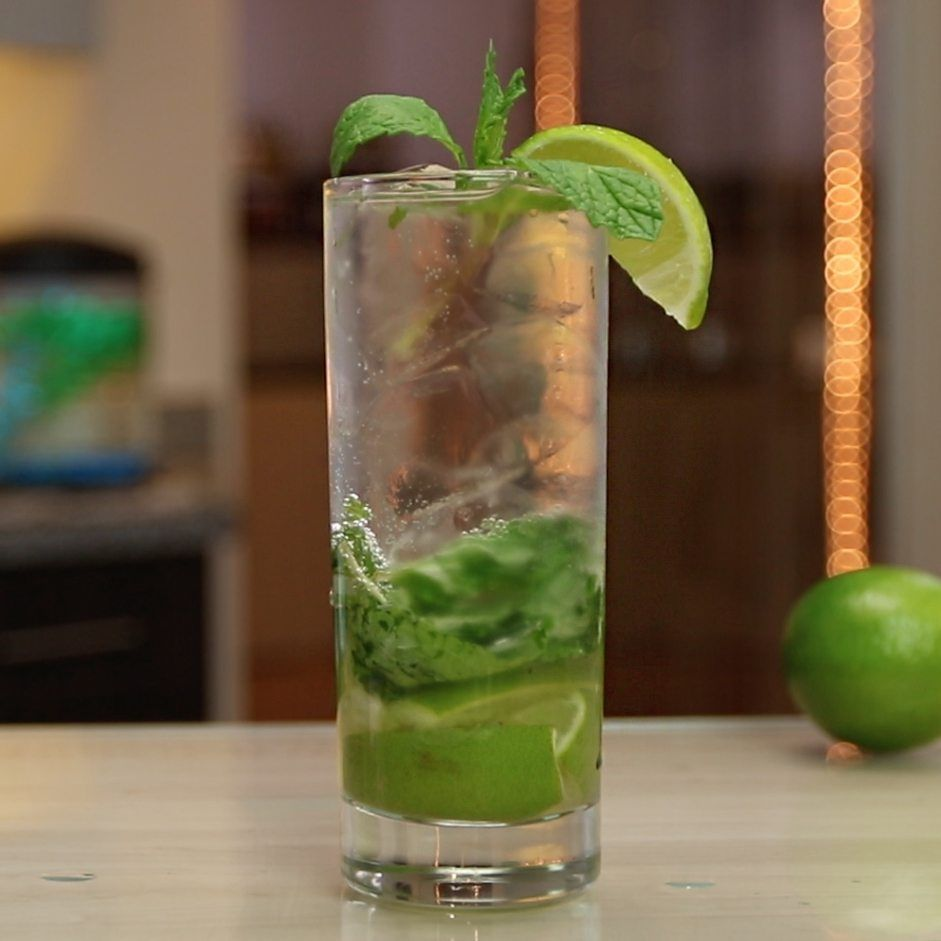The Classic Mojito Is A Simple Refreshing Drink With A Taste That Ll Transport You To Your Own Little Slice Of Island Par Tipsy Bartender Mojito Mojito Recipe