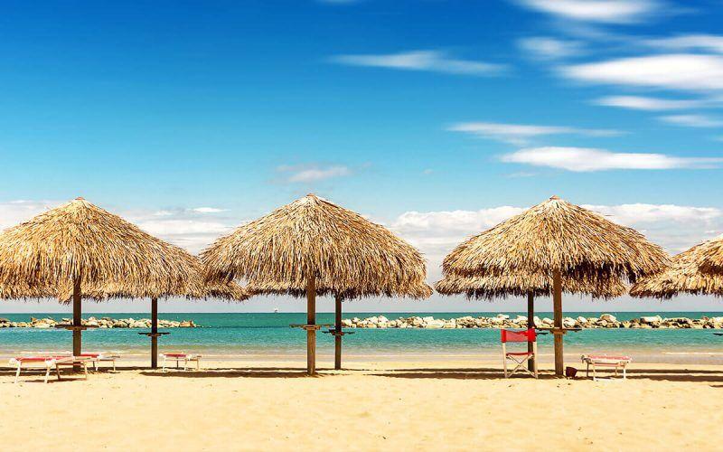 Pescara Strand pescara sonnenschirme meer sonne und strand mehr braucht ein