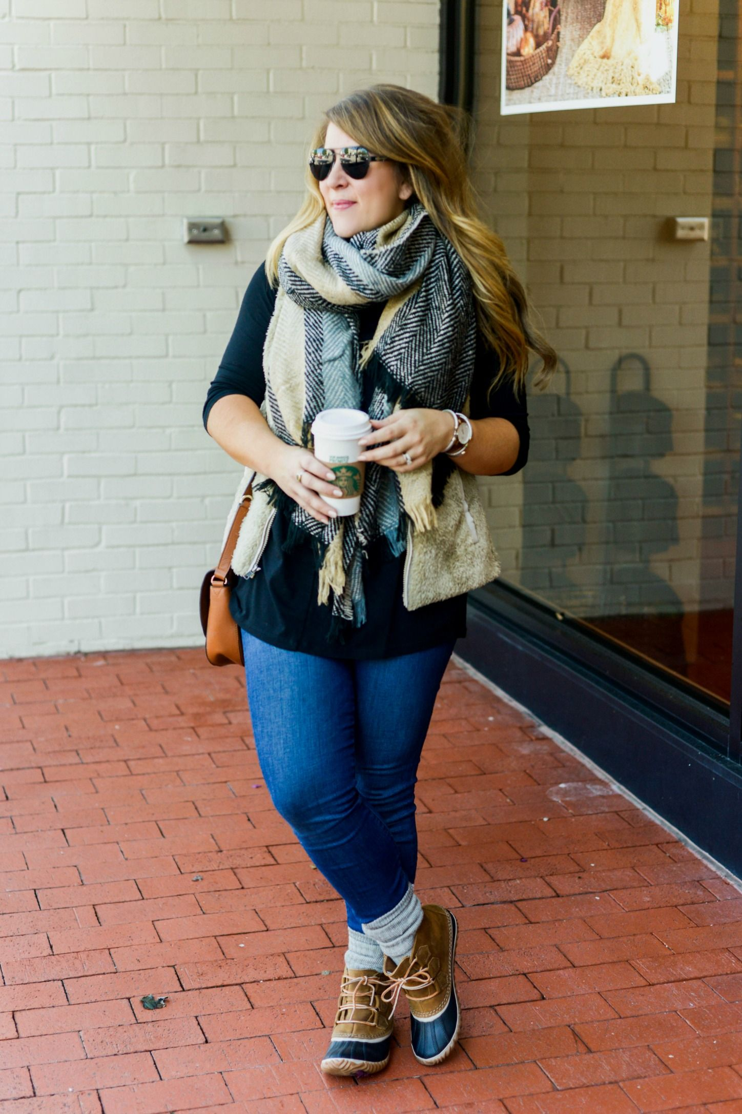 Duck boot outfit - click through for this easy fall outfit!