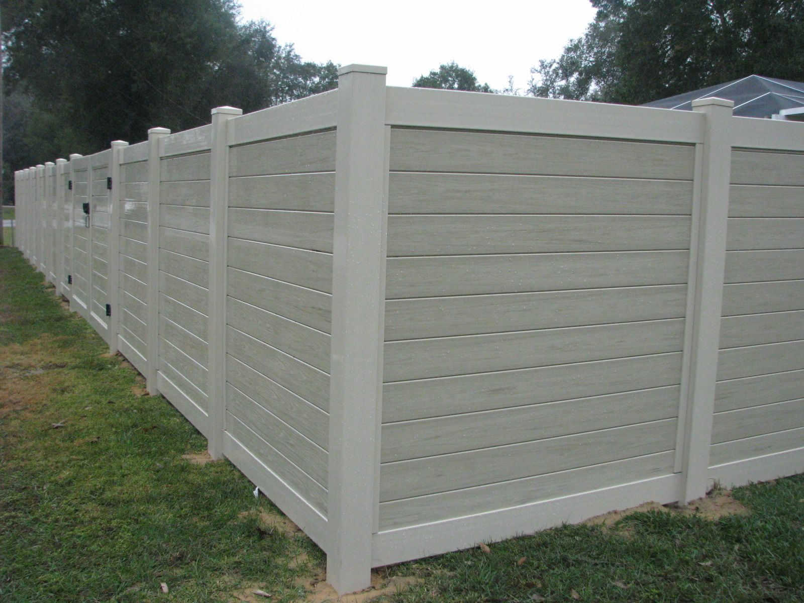 Custom Pvc Two Tone Privacy Fence With Gate Design By
