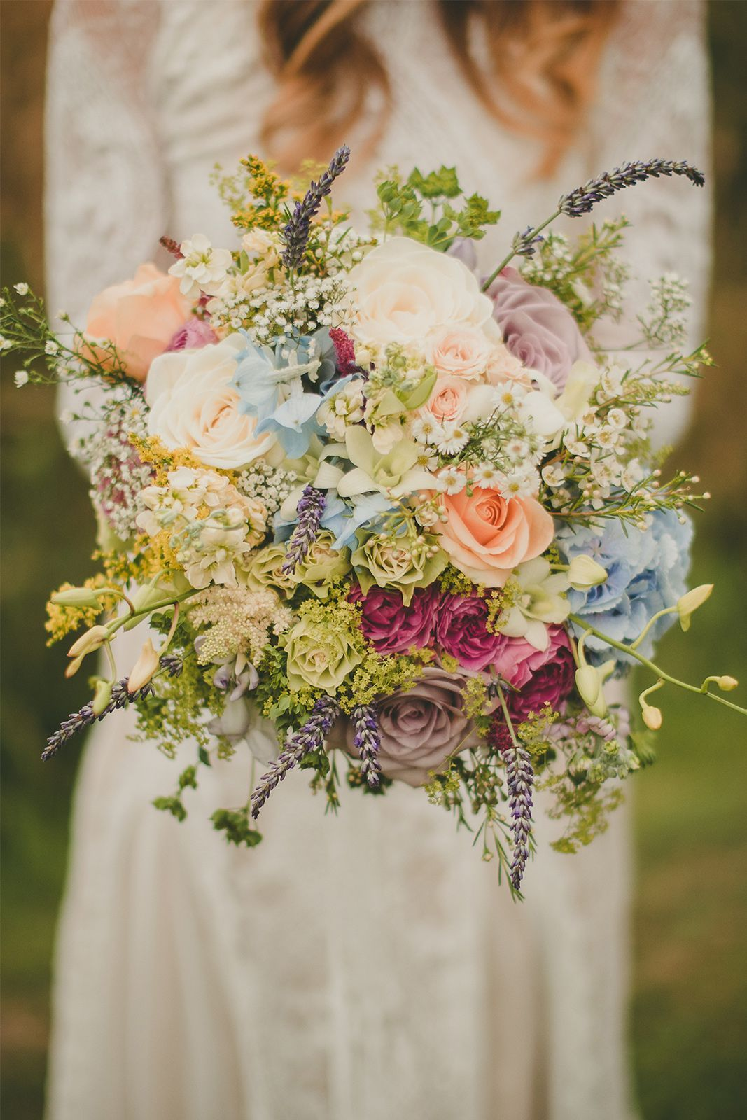 Incredible Country Garden Bouquet There Are Also Some Things To Consider With The Garden Pat In 2020 Wedding Flowers Country Wedding Flowers Country Garden Weddings