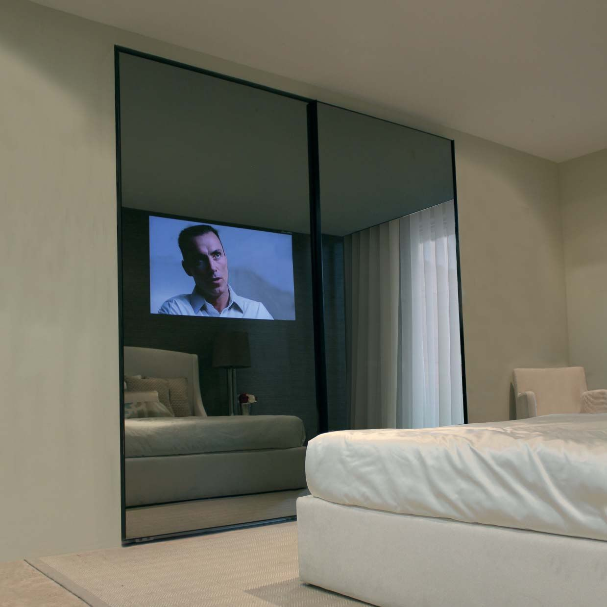 Bedroom with tv and closet - Mirror Tv Closet Roupeiro