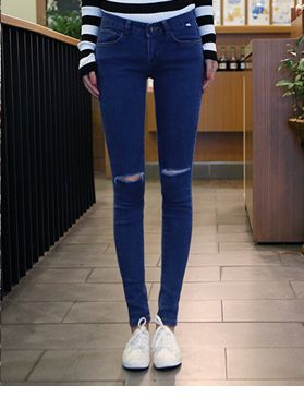 Today's Hot Pick :时尚街头★水洗刮口破洞小脚牛仔裤 http://fashionstylep.com/SFSELFAA0014319/hkm0977cn/out 2014 S/S 最具人气潮流单品! 个性牛仔裤,穿上它让您成为个性潮人! 刮口破洞设计,增添时尚感和层次感,点缀女性另一种美丽帅气~ 轻水洗的蓝色,展现无忧无虑的青春时光~! 弹力质感的面料总能让MM们爱不释手! 修身小脚裤型,打造修长美腿,划分黄金比例~ 是热爱潮流的MM初春首选哦~ - 刮口破洞- - 轻水洗 - - 修身版型 -