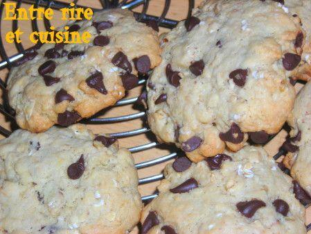 Bonjour, Une nouvelle recette de cookies chez moi. Et oui, j'adore tester de nouvelles recettes et mes loulous adorent les déguster et me donner leur avis. Delphine m'a inspirée totalement pour ceux-ci et j'ai pu finir mon pot de purée d'amandes. Recette...