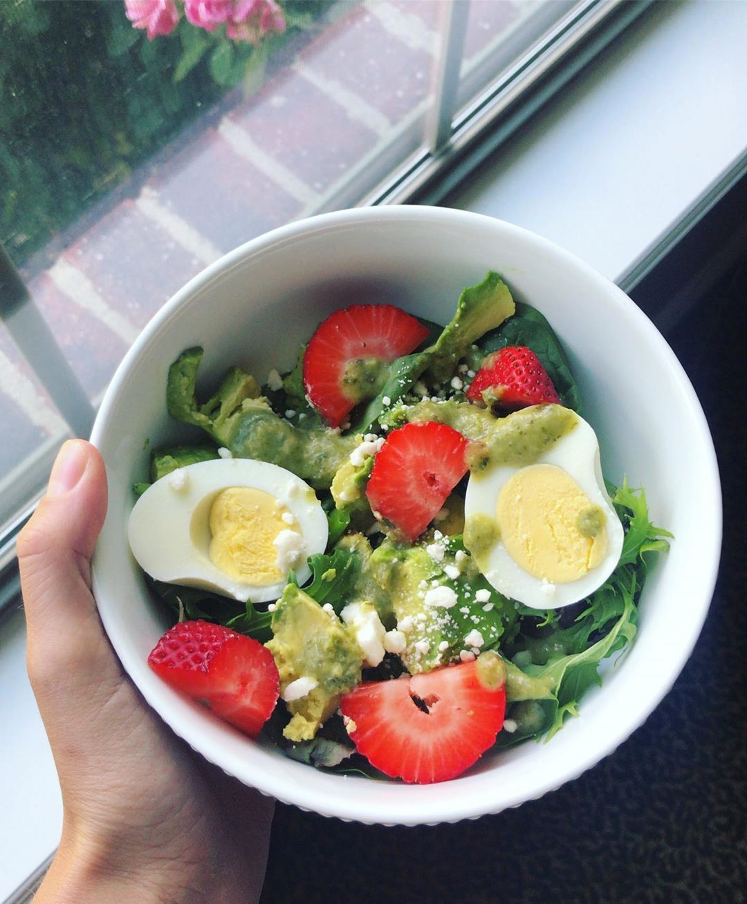 Layed out all day and then had this salad for lunch or dinner?¿ honestly it's summer and I don't know what time it is????????♀️ but it was BOMB so it doesn't matter • • •  DEATS: mixed greens, avocado, boiled egg, strawberries, sprinkle of feta, and some @traderjoes Green goddess dressing ???? • • •  salad  summer  summersalad  avocado  eggs  strawberries  lunchideas  lunch  healthyfood  healthyrecipes  yummy  cleaneating  goodeats  nutrition  rd2be  mindfuleating  mindfulness  mindfulmolls #boiledeggnutrition
