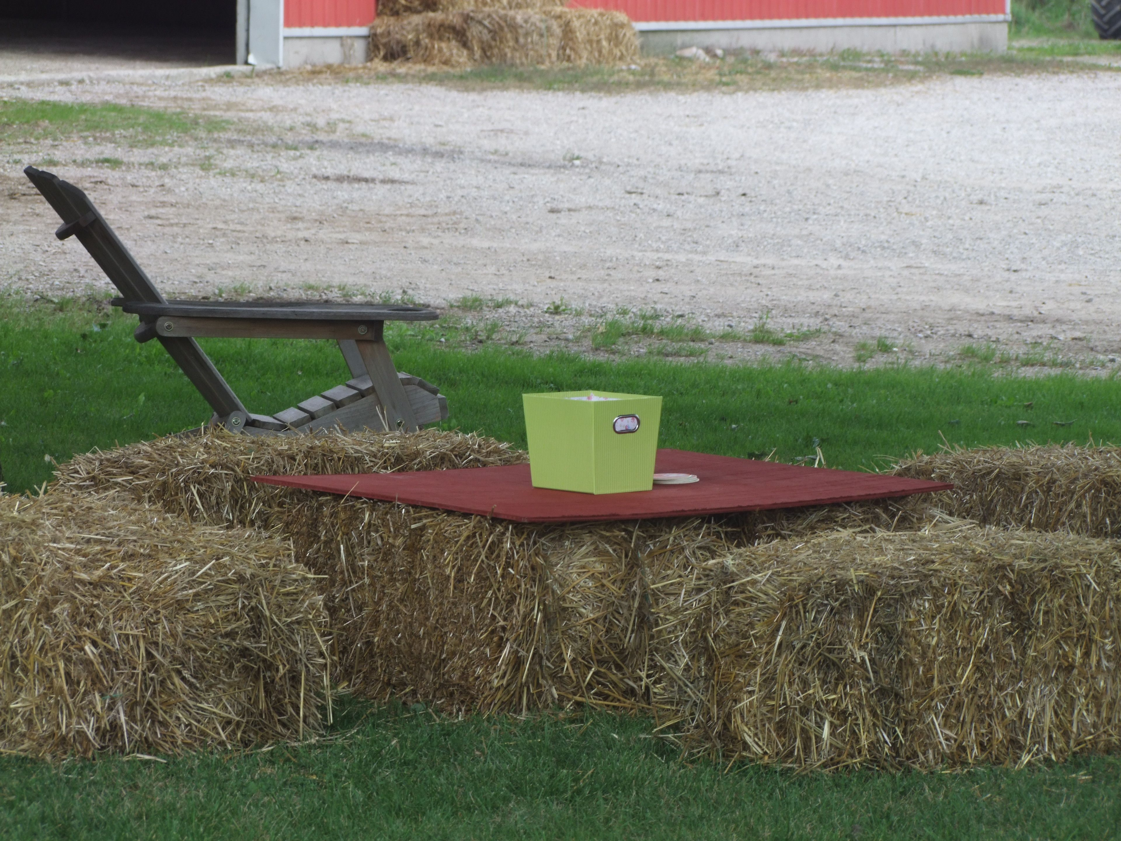hay bale table and wood pallet | ... straw bale seats decorated with diy  lace runners, palet tables & old | Jill and Larry's Wedding | Pinterest |  Lace ...