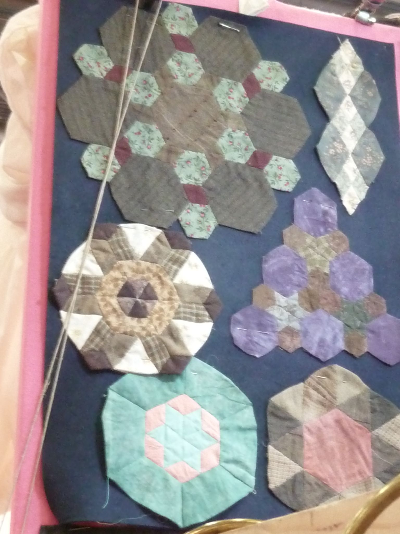 Pin by marylne los on quilts paper piecing pinterest paper english paper piecing le point patches crosses hexagons cartonnage plastic maxwellsz