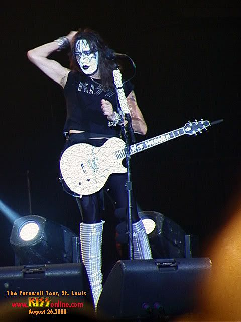 Ace During The Farewell Tour 2000 Kiss Army Hot Band