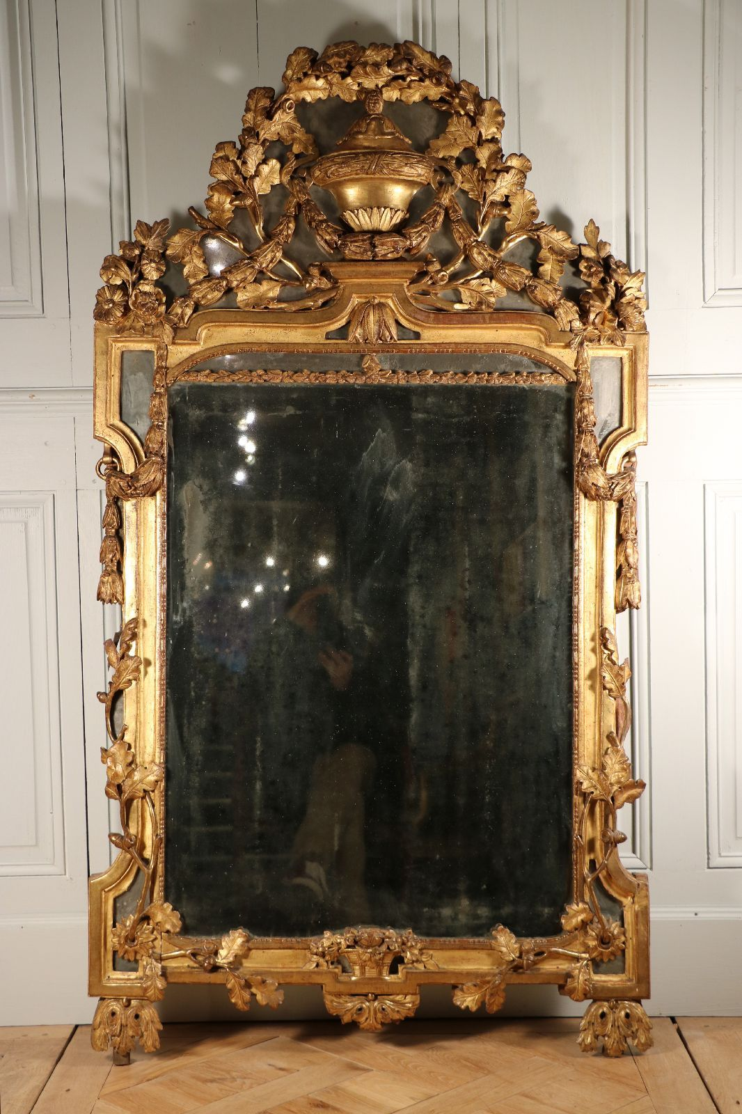 Brochure miroir parcloses en bois dor n oclassique vers 1770 1780 de forme rectangulaire for Miroir dore rectangulaire