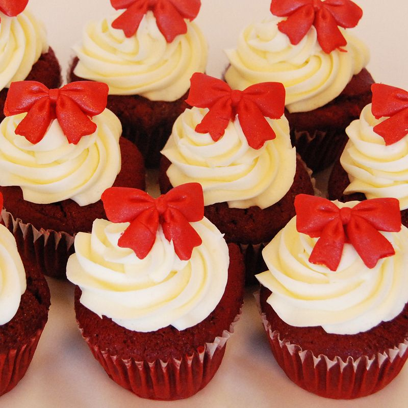 holiday red velvet cupcakes