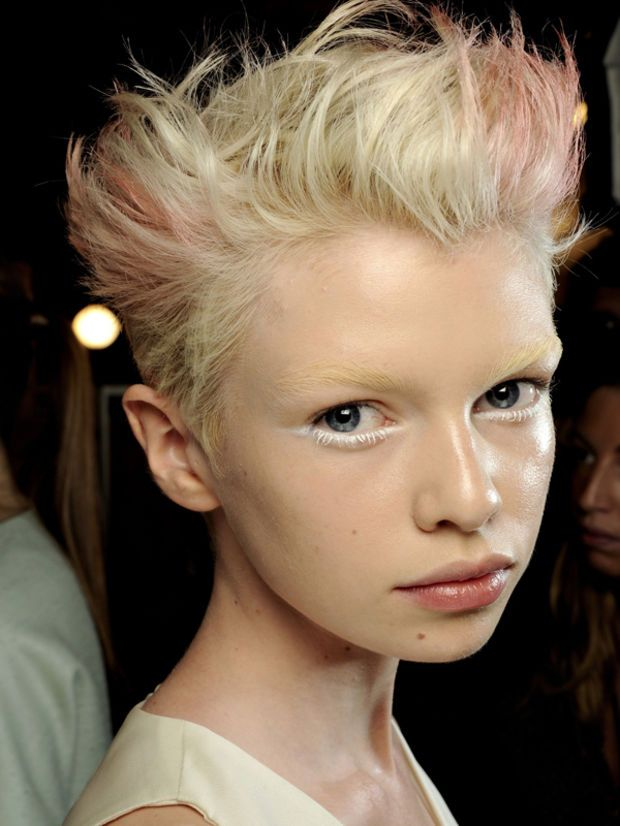 The Best Hairstyles for a Small Face and Forehead   Small forehead ...