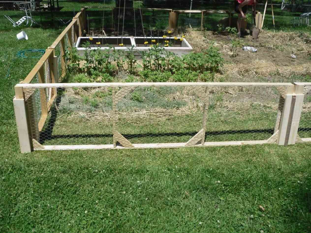 Styles easy fence with vegetable garden fencing dirt simple ideas ...
