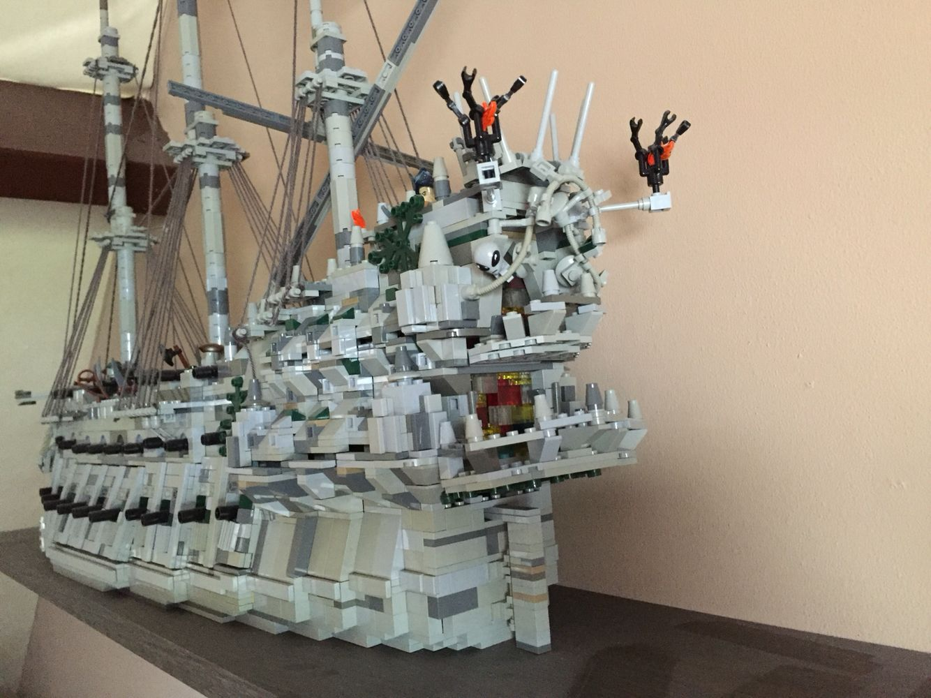 lego potc flying dutchman pirate ship lego ships. Black Bedroom Furniture Sets. Home Design Ideas