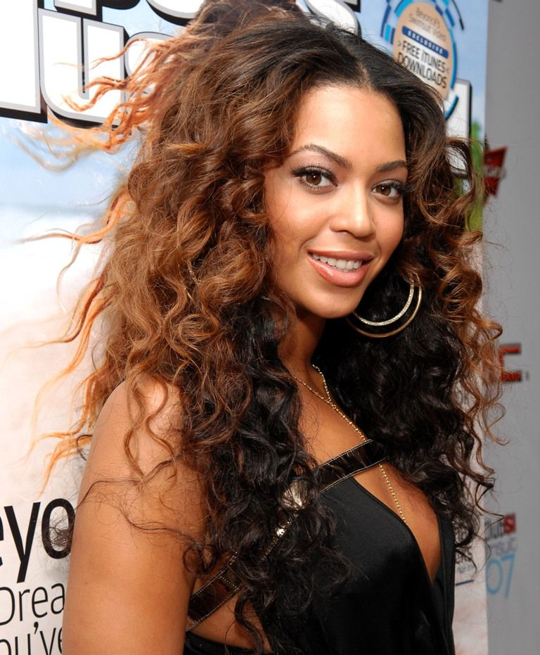 31 Frizzy Hairstyle In Humid Weather For Female Super Curly Hair Curly Hair Styles Medium Length Hair Styles
