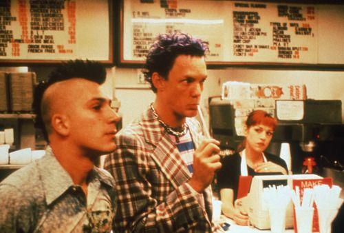 """SLC Punk (1998) dir. James Merendino. Uma olhada no """"cenário"""" underground dos anos 80 em relação ao """"universo"""" punk."""