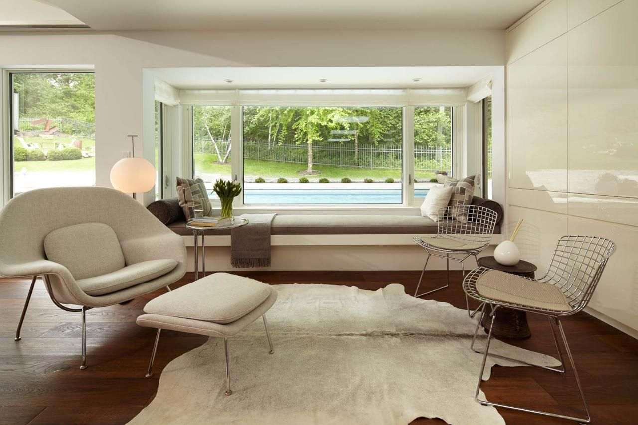 Best This Home S Sitting Room Is All White With Modern Decor 400 x 300